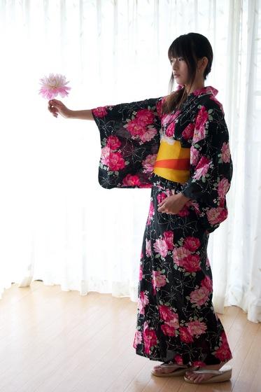 加藤すみれ 浴衣 3.jpg