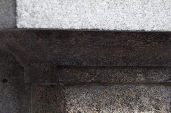 日本橋の花崗岩.jpg
