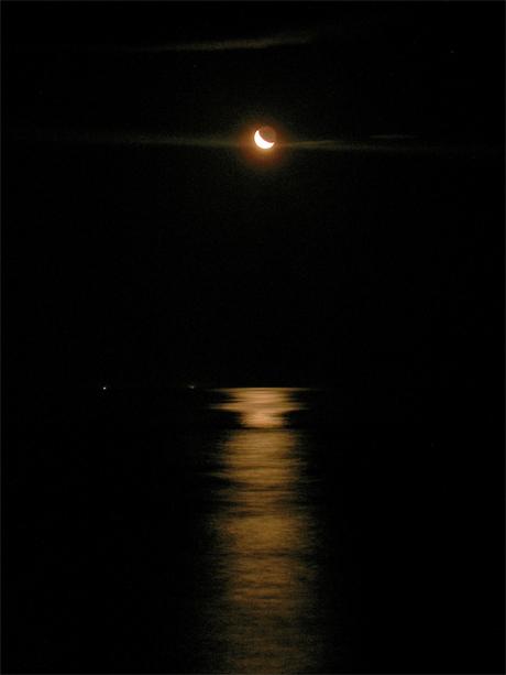 三日月と海(n).jpg