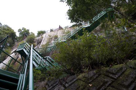 急な階段.jpg